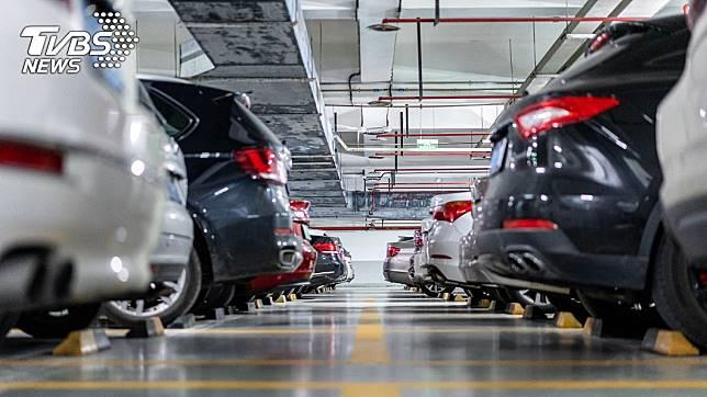 某些大賣場的停車場會設置「上下貨區」。示意圖/TVBS
