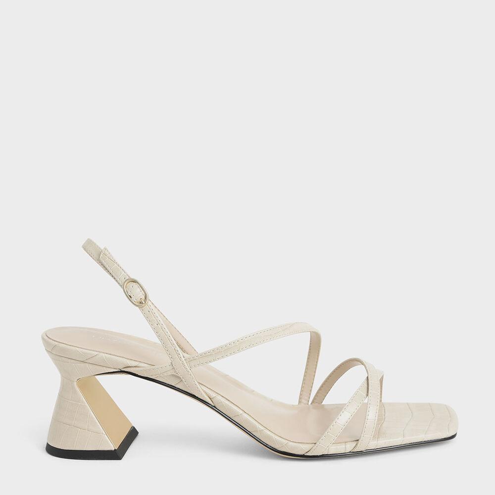 讓涼鞋的輕便度再升級,搭配後踝帶設計隨手一勾就能輕鬆上腳!正因為設計簡約清爽,不管想呈現正式華麗、休閒素雅,都能輕鬆融入各式穿搭風格。獨特三角鞋跟是一大亮點,藉由鞋身曲線使身形視覺上更加完美。