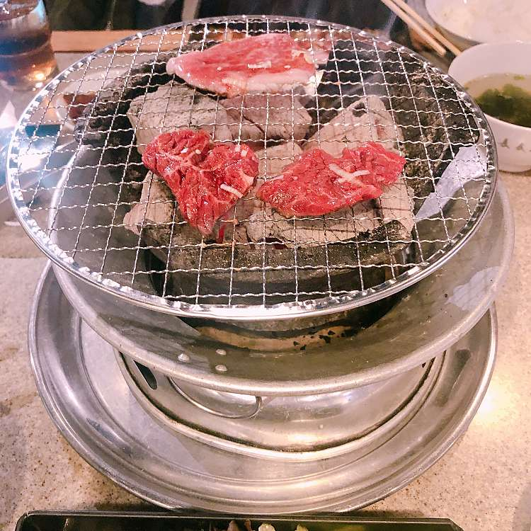 新宿区周辺で多くのユーザーに人気が高い焼肉長春館のハラミ定食の写真
