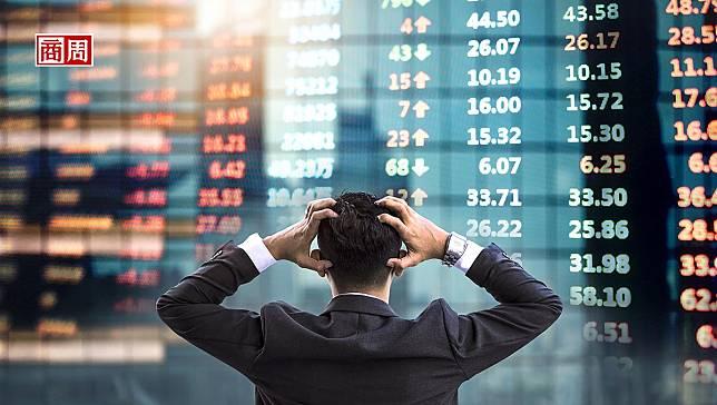 全球股災,該買黃金避險?研究:亂世中留在股市,總報酬是驚慌散戶的164倍