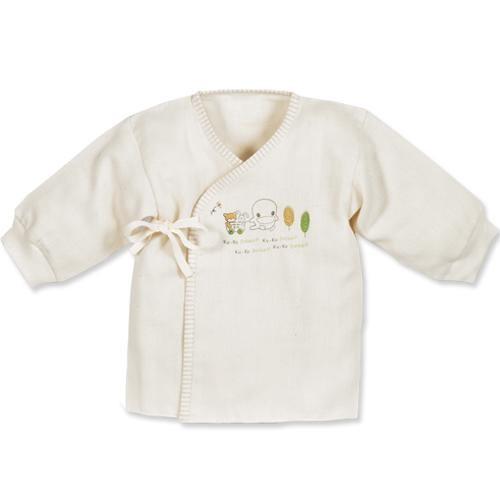 有機棉的特色-有機棉質在製造過程中,堅持不漂白、不染色,保留棉花原色,採用最天然的工法製作而成,棉纖維沒有受到破壞,因此有機棉製品會比一般棉製品都要來的吸汗、透氣。也因如此,有機棉製品上若有黑色小棉籽