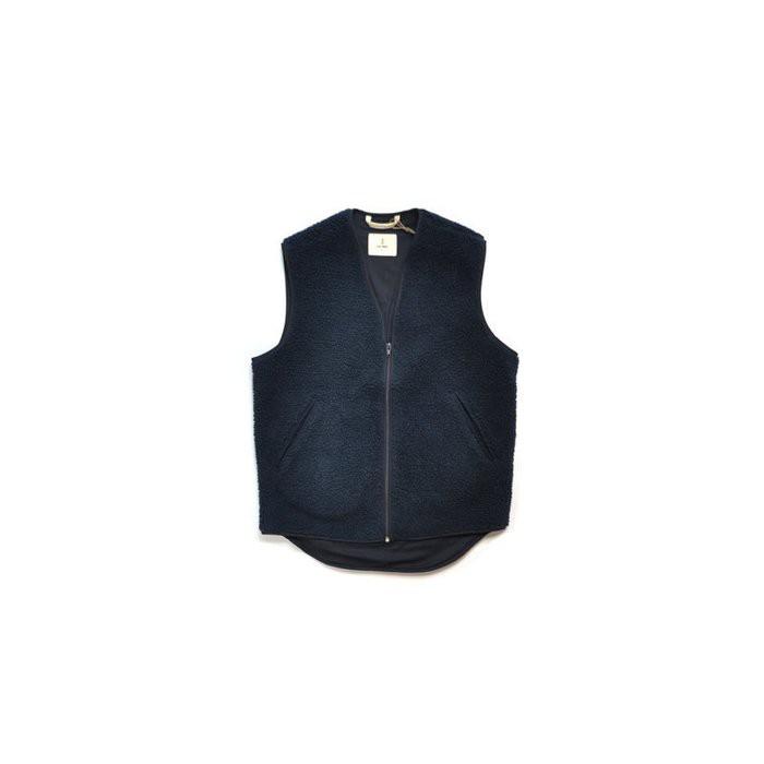 【品牌介紹】LA PAZ 創立於2011年,一個以男性服裝為主的葡萄牙品牌,主要靈感來自紳士們衣櫃中的經典服飾。深入研究傳統服飾和生產技術,以求生產出經典的單品。悠久的歷史為背景,設計上給予重新的全釋