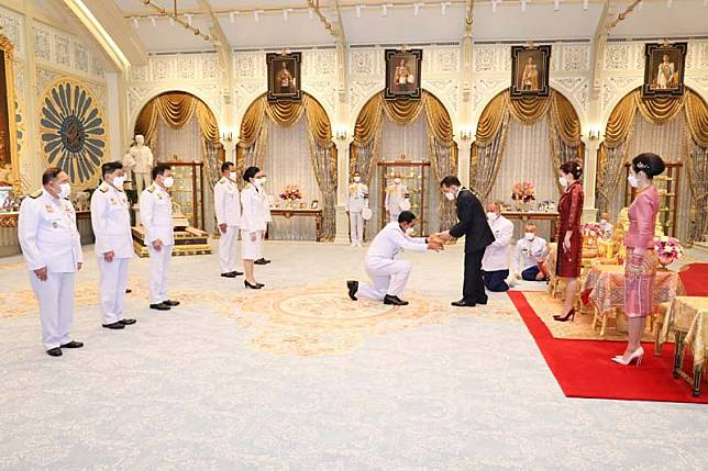 'ในหลวง-พระราชินี' พระราชทานพระบรมราชวโรกาสให้ 'พล.อ.ประยุทธ์' คณะบุคคลเฝ้าฯ