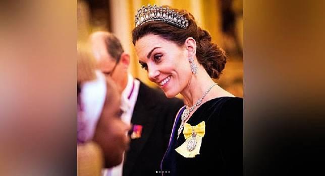 Kate Middleton menghadiri Resepsi Diplomatik Ratu elizabeth II di Istana Buckingham, London, Rabu (11/12). (Instagram @kensingtonroyal courtesy of PA)