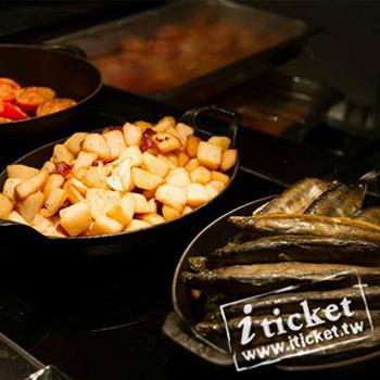 高雄國賓飯店-I RIVER 愛河牛排海鮮自助餐廳平日自助午餐券【一套兩張】