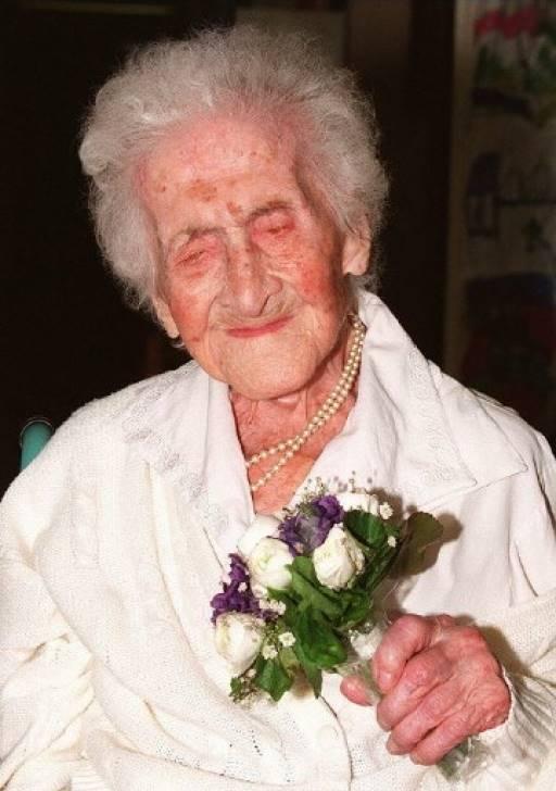 ฌาน กาลมองต์ หญิงชราชาวฝรั่งเศส ซึ่งเสียชีวิตไปแล้วเมื่อปี 1997 ยังเป็นผู้หญิงที่อายุยืนที่สุดในโลก ขณะเสียชีวิต 122 ปี BORIS HORVAT / AFP