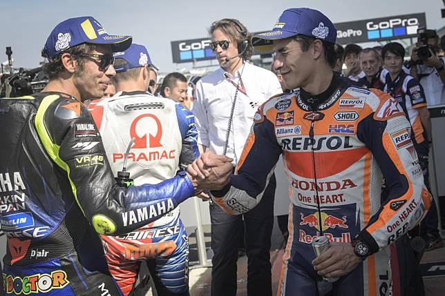 Valentino Rossi dan Marc Marquez di parc ferme sesi kualifikasi MotoGP Inggris 2019