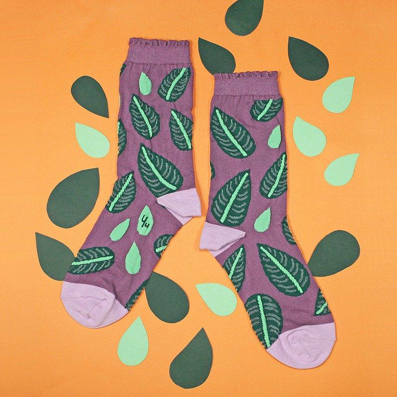 喜歡植物但沒有綠手指的我們,也可以把植物穿在腳踝上步步生花??