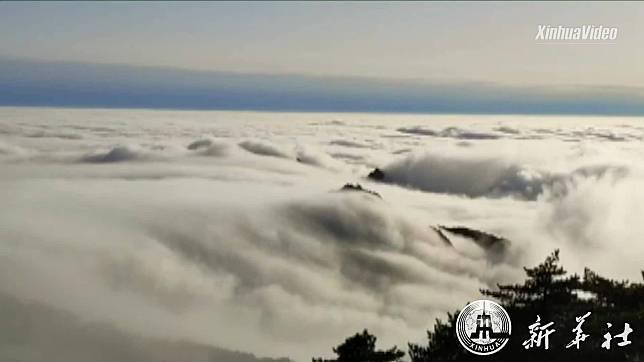 สวรรค์บนดิน! ทะเลเมฆเคลื่อนคล้อย ลอยเหนือยอดเขาหวงซาน