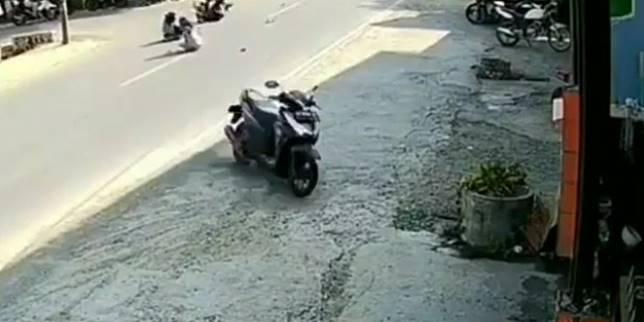 Motor berjalan sendiri (Instagram.com/ @fakta.jakarta)