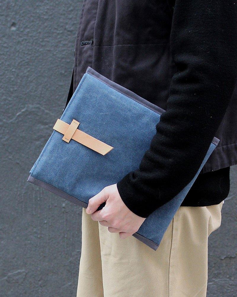 iSleeve 平板電腦筆電包 洗水帆布配牛革皮帶外扣 簡約信封設計,洗水帆布粗厚質感,手工縫上原色牛革皮帶外扣 -- 愈用愈深色更Cool喔~