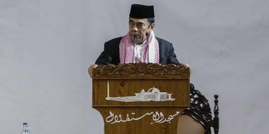 Menag Fachrul Razi berkhotbah di Masjid Istiqlal. ©Liputan6.com/Faizal Fanani