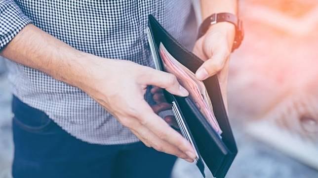 Ilustasi gaji karyawan. [Shutterstock]