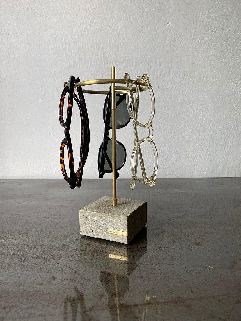 由黃銅和混凝土製成的產品系列。