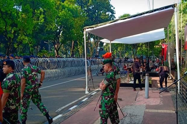 Diperiksa Provos TNI-Polri, Aparat Gabungan Dilarang Bawa Peluru Tajam