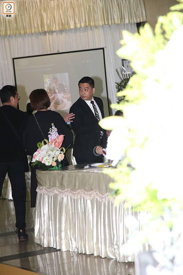 黎小田兒子黎兆斌到場打點。