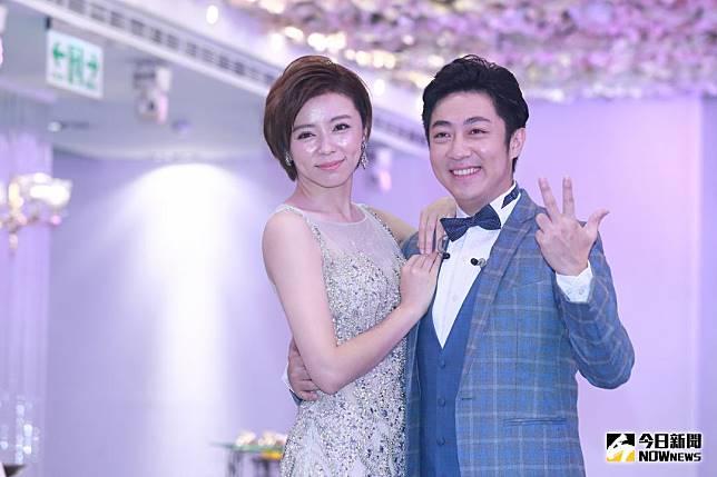 ▲王瞳(左)、艾成出席婚宴會館開幕活動。(圖/記者葉政勳攝 , 2018.08.17)