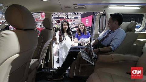 Ilustrasi membeli mobil baru. (CNN Indonesia/Safir Makki)