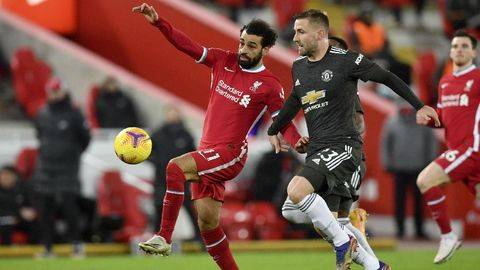 Duel MU vs Liverpool ditunda. (AP/Paul Ellis)