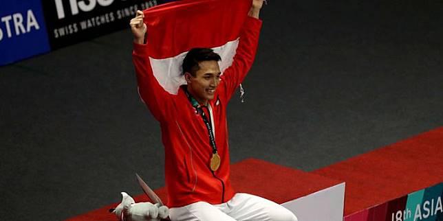 Tunggal putra Indonesia, Jonatan Christie, menyabet medali emas nomor perseorangan cabang olahraga bulu tangkis Asian Games 2018 dalam partai final di Istora Senayan, Jakarta, Selasa (28/8/2018). Jonatan menaklukkan wakil Taiwan, Chou Tien Chen. (KOMPAS.com/KRISTIANTO PURNOMO)