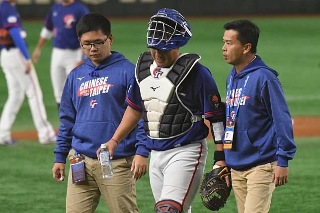 ▲世界棒球12強,中華隊vs.美國隊。先發捕手張進德因腳