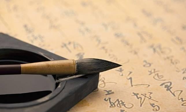 在文昌位放上4支用墨汁開筆的毛筆,可帶旺文曲星。(互聯網)