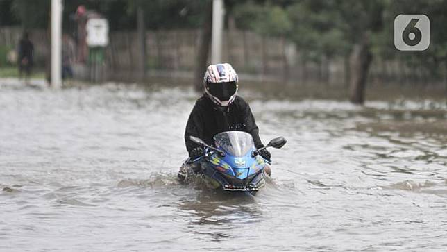 Jakarta Diguyur Hujan, Jalan Ahmad Yani Terendam Banjir