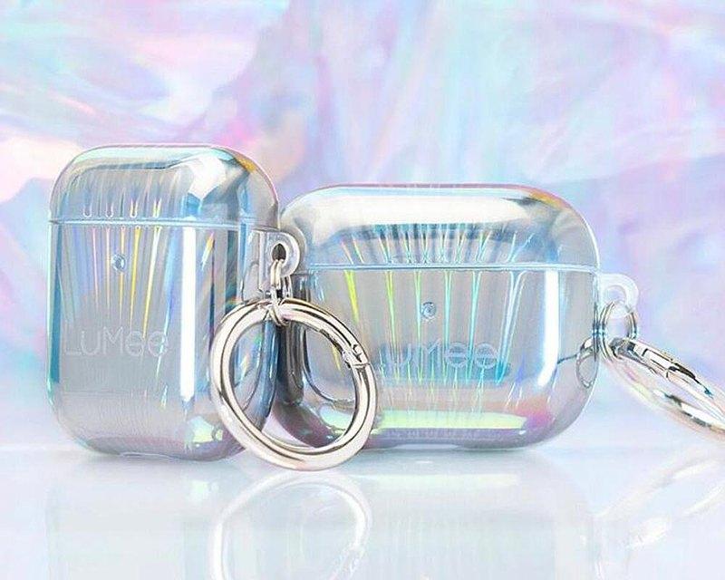 隆重推出LuMee x Paris Hilton Holographic Collection。該系列由流行文化偶像精心策劃,在保持LuMee品牌不變的同時,抓住了當今的趨勢。全息AirPods保護套