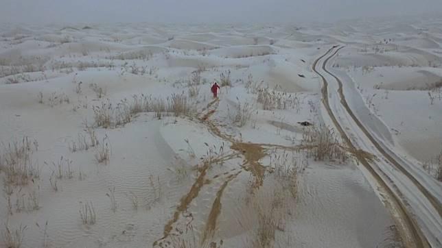 หิมะแรกห่มคลุมดินแดนทะเลทราย 'ทากลิมากัน'