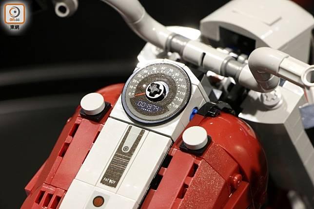 錶板是貼紙,當中的「1974」代表Softail車型的製造年份。(盧展程攝)