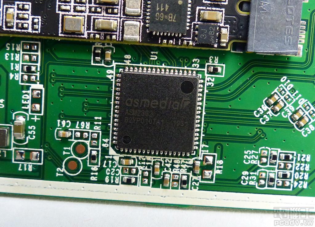 ASM2362 轉接晶片搭起 PCIe NVMe 和 USB 之間友誼的橋樑,ASMedia 原廠宣稱傳輸測試可達 1000MB/s 以上。