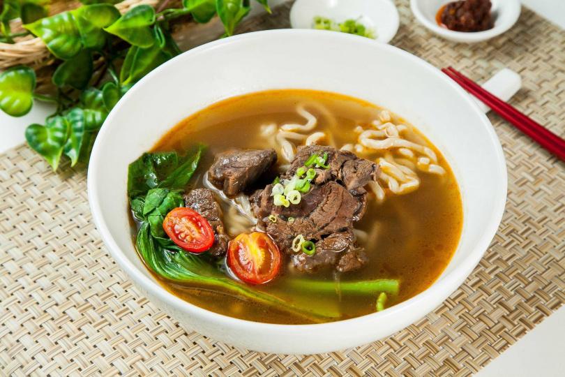 「營養百寶盒」中的蔬果牛肉湯。(圖/勝利廚房提供)