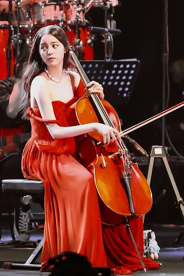 一手大提琴出晒名。