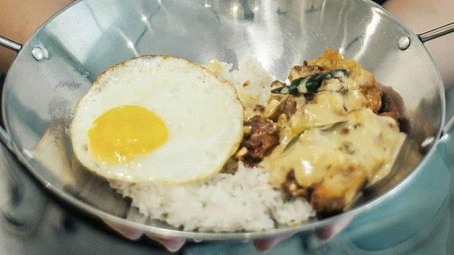 Resto Fill Belly, Tempat Makan Populer di Bandung yang Tawarkan Sensasi Makan Menggunakan Panci