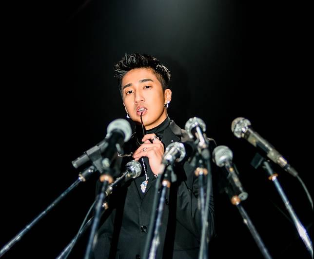▲婁峻碩拍攝MV時上演「一男戰兩女」的香豔刺激環節,(圖/想不到音樂工作室提供)