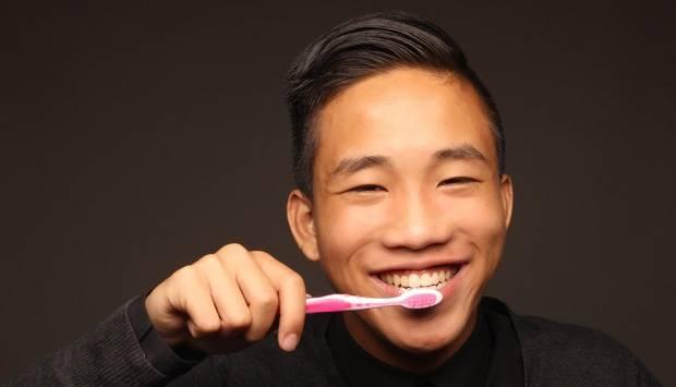 Sikat gigi teratur.