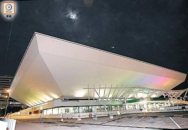 霆鋒的個唱舞台構思,是將紅館變成太空船。