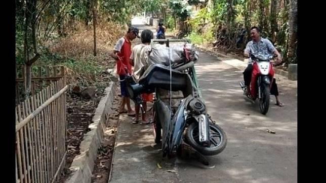 Tukang Rongsokan Membeli Suzuki Spin Seharga Rp 100 Ribu. (Facebook)
