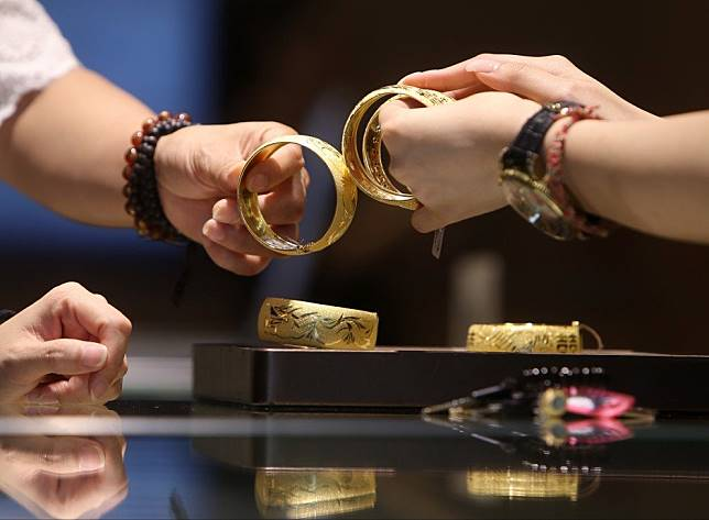 Hong Kong's gold jewellers hurt by protests are hoping for sales to sparkle in the Year of Rat