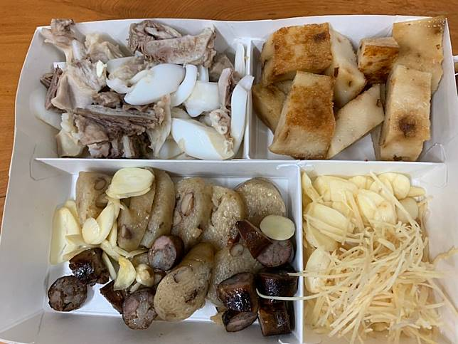 朴子車站黑白切加點薑蒜,看來可口美味。