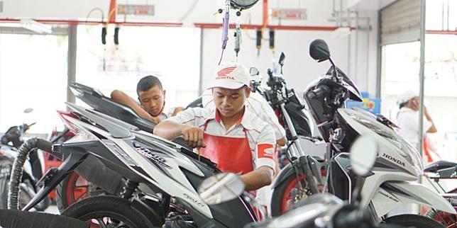 Servis sepeda motor Honda (AHM)