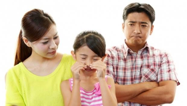 Ilustrasi orang tua memarahi anak/anak menangis. Shutterstock.com