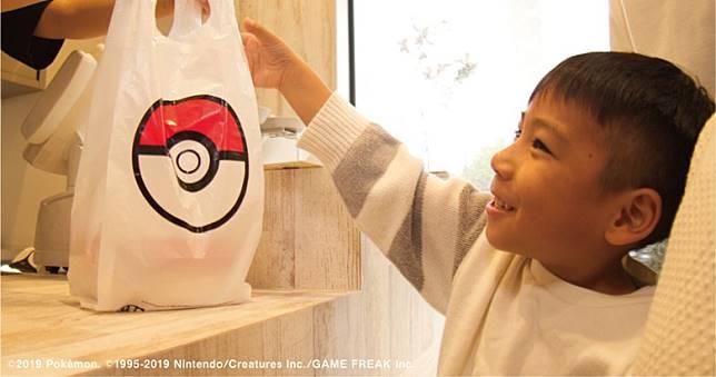 就算買外賣Poke盛,包裝袋亦有大大個精靈球圖案。(互聯網)