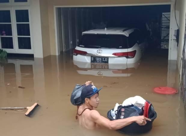 Rumahnya Kebanjiran Lagi, Wanita Emas Minta Anies Tanggung Jawab