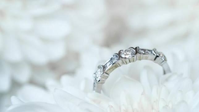 Cerita Ulah Mertua yang Ganti Cincin Pernikahan Anaknya Viral di Medsos. (Shutterstock)