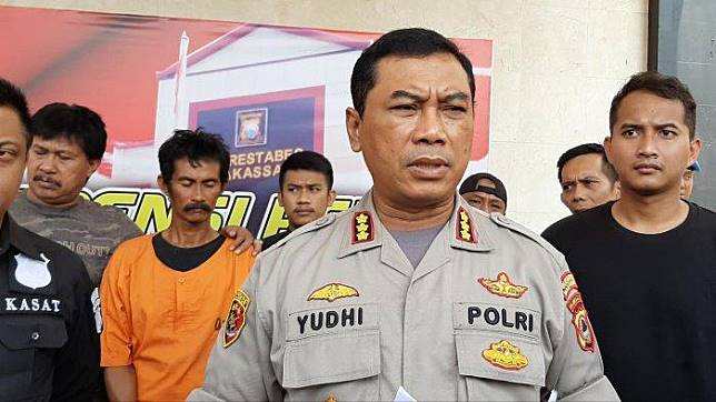 Kapolrestabes Makassar Kombes Yudhiawan Wibisono, merilis kasus paman menganiaya ponakan hingga tewas. (darul/tribun-timur.com )