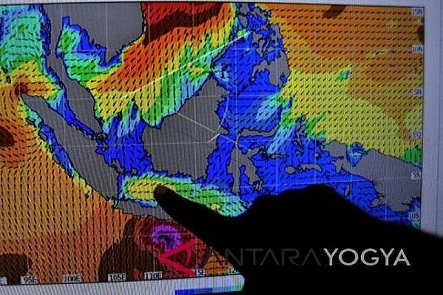 BMKG ingatkan gelombang tinggi di sejumlah perairan di Indonesia