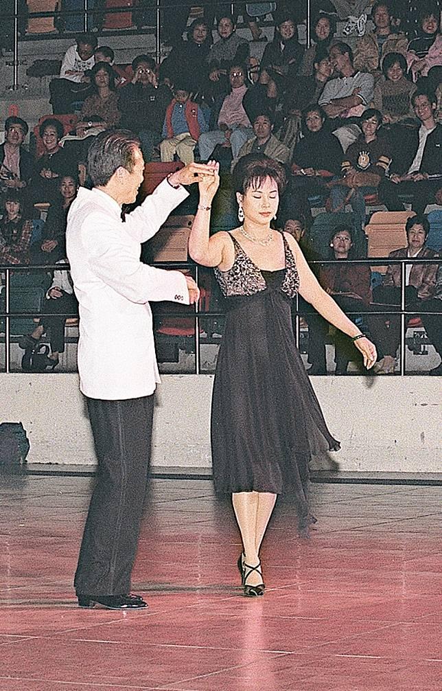 賭王酷愛舞蹈,三太在誕下三名子女後勤練舞技。