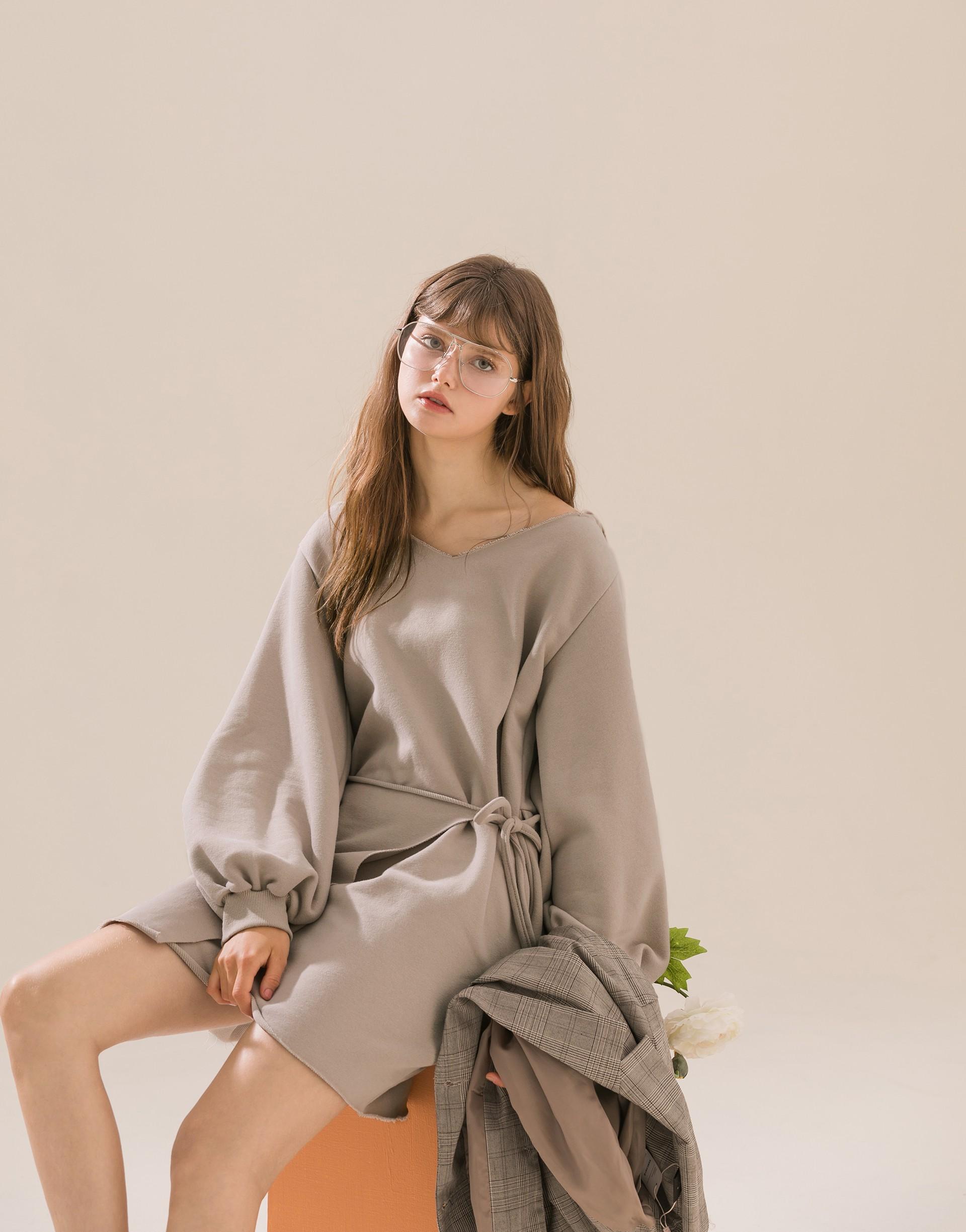 台灣製造/ PAZZO自訂開發布料 /親膚柔棉/連帽造型/不修邊設計/腰間附有鬆緊綁帶