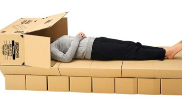 簡易又奢華的紙箱床